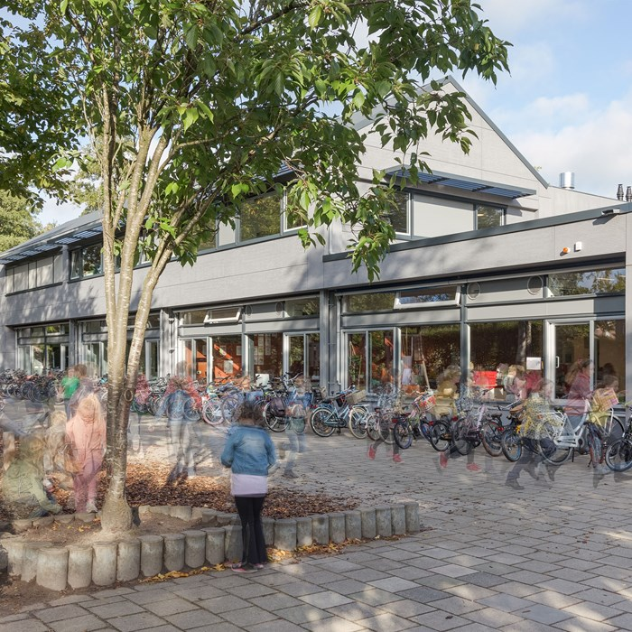 Pour la rénovation de l'école primaire De Hoeve, l'architecte Martien Van Vliet (Bureau Bos) a résolument opté pour EQUITONE