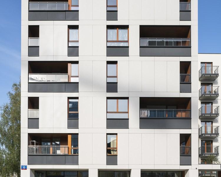 EQUITONE [tectiva] TE00 i TE10 na elewacji inwestycji Holm House w Warszawie